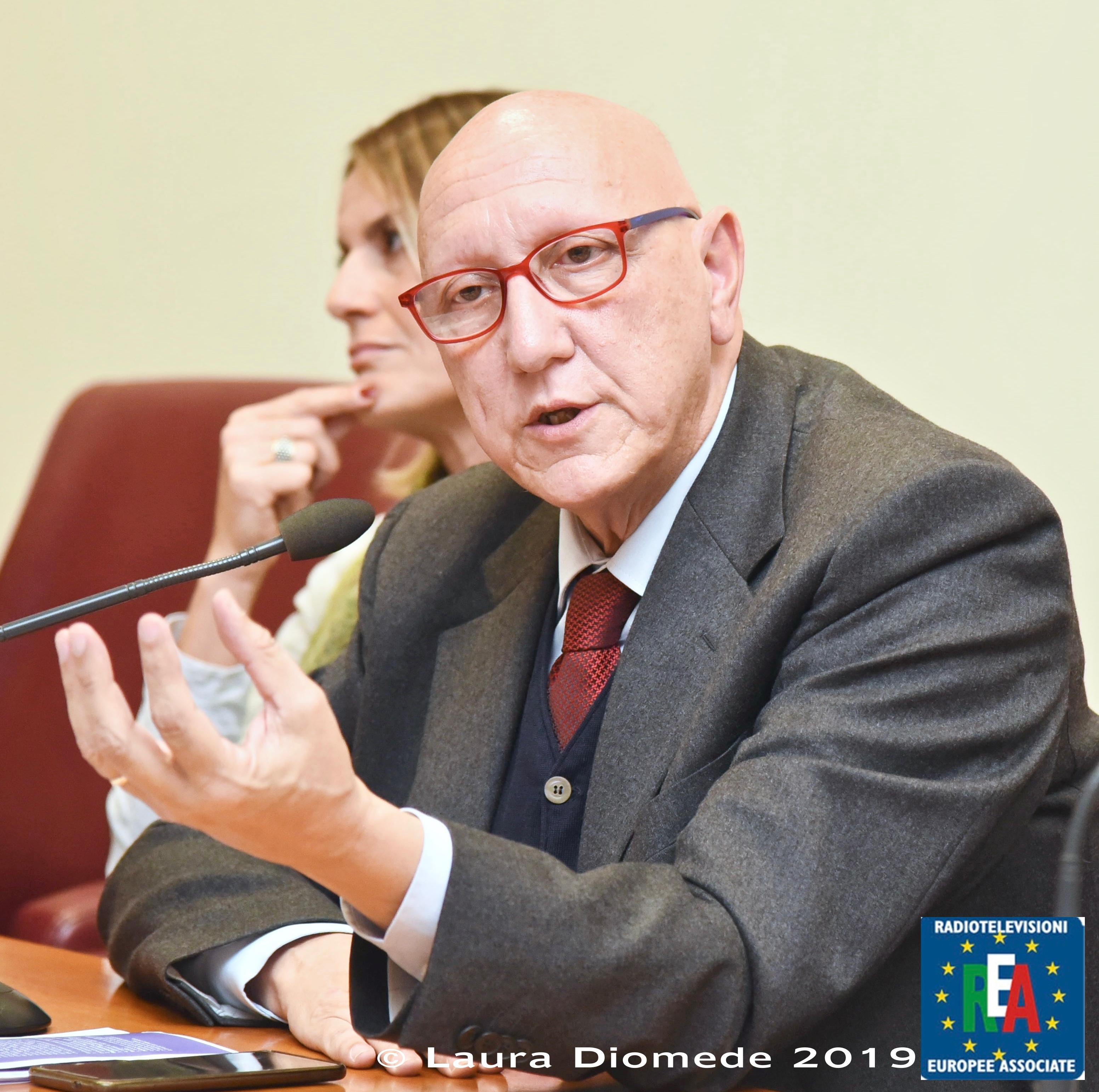 10 - Interviene il Prof. Piero Fiore - Presidente SIMFER