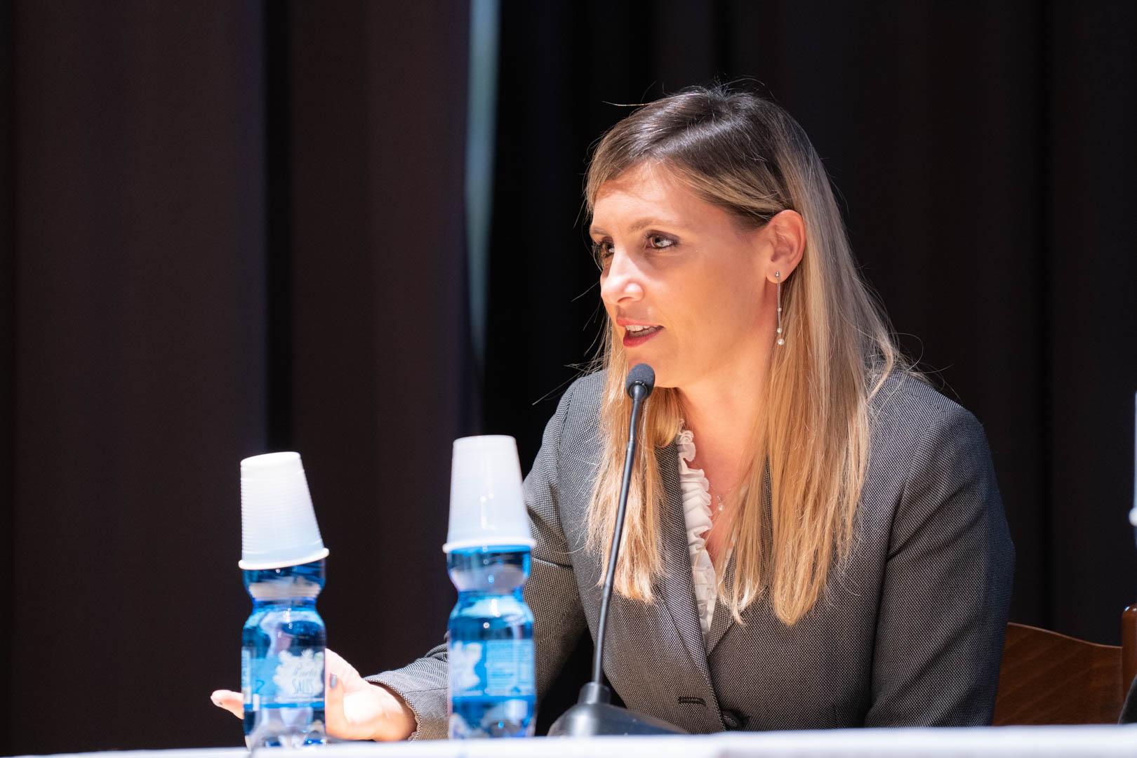 11 - Interviene la Dott.ssa Valeria Perego - IL 2° LIBRO BIANCO DELL'INCONTINENZA - Seriate, 20.11.2019 (2)