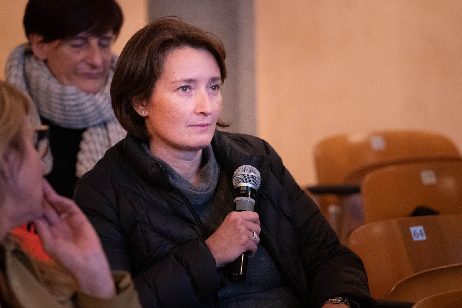 16 - La Dott.ssa Monica Vitali dal pubblico - IL 2° LIBRO BIANCO DELL'INCONTINENZA - Seriate, 20.11.2019