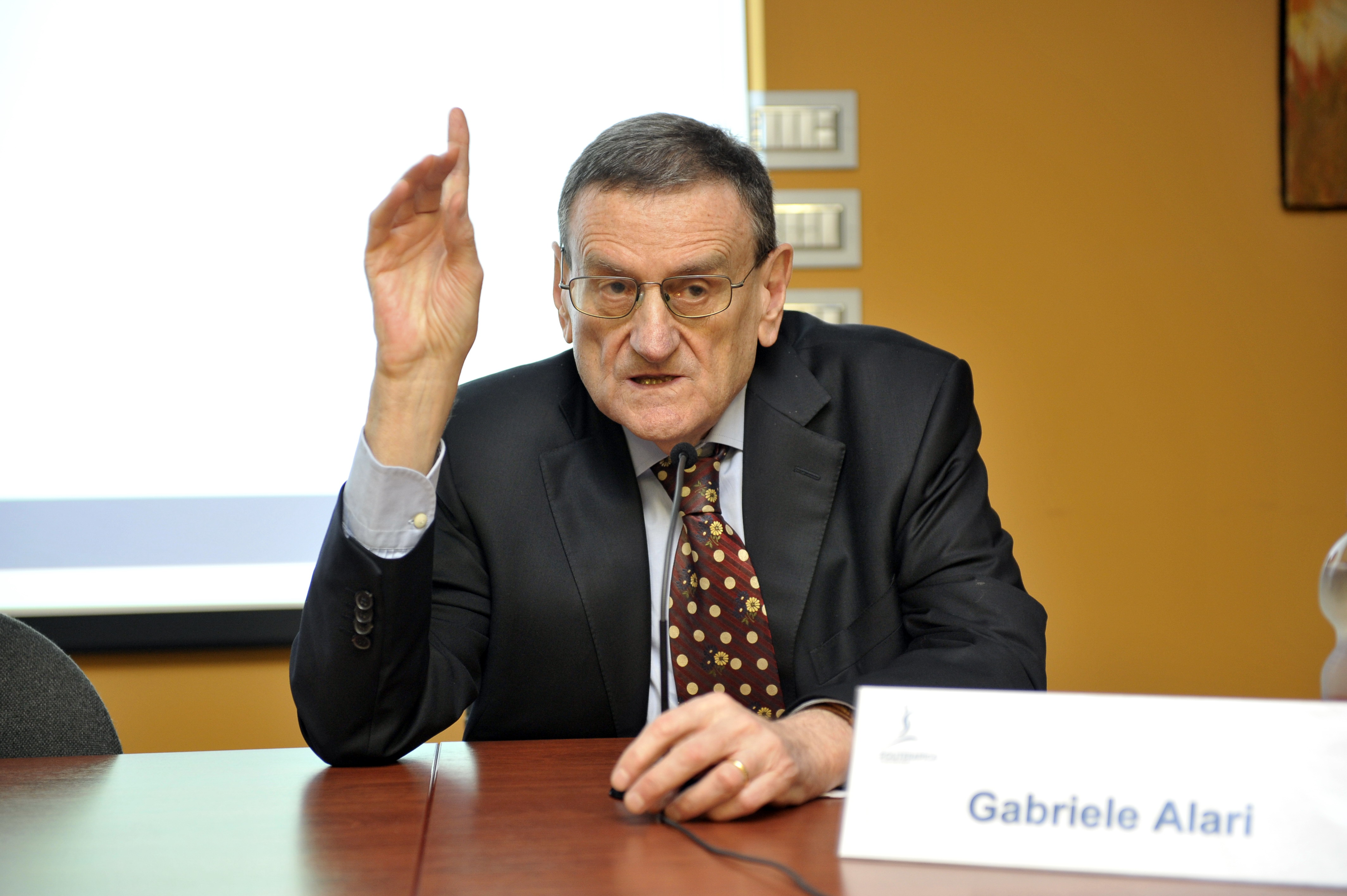 6.6.2015 - Modera Gabriele Alari, Angiologo 2
