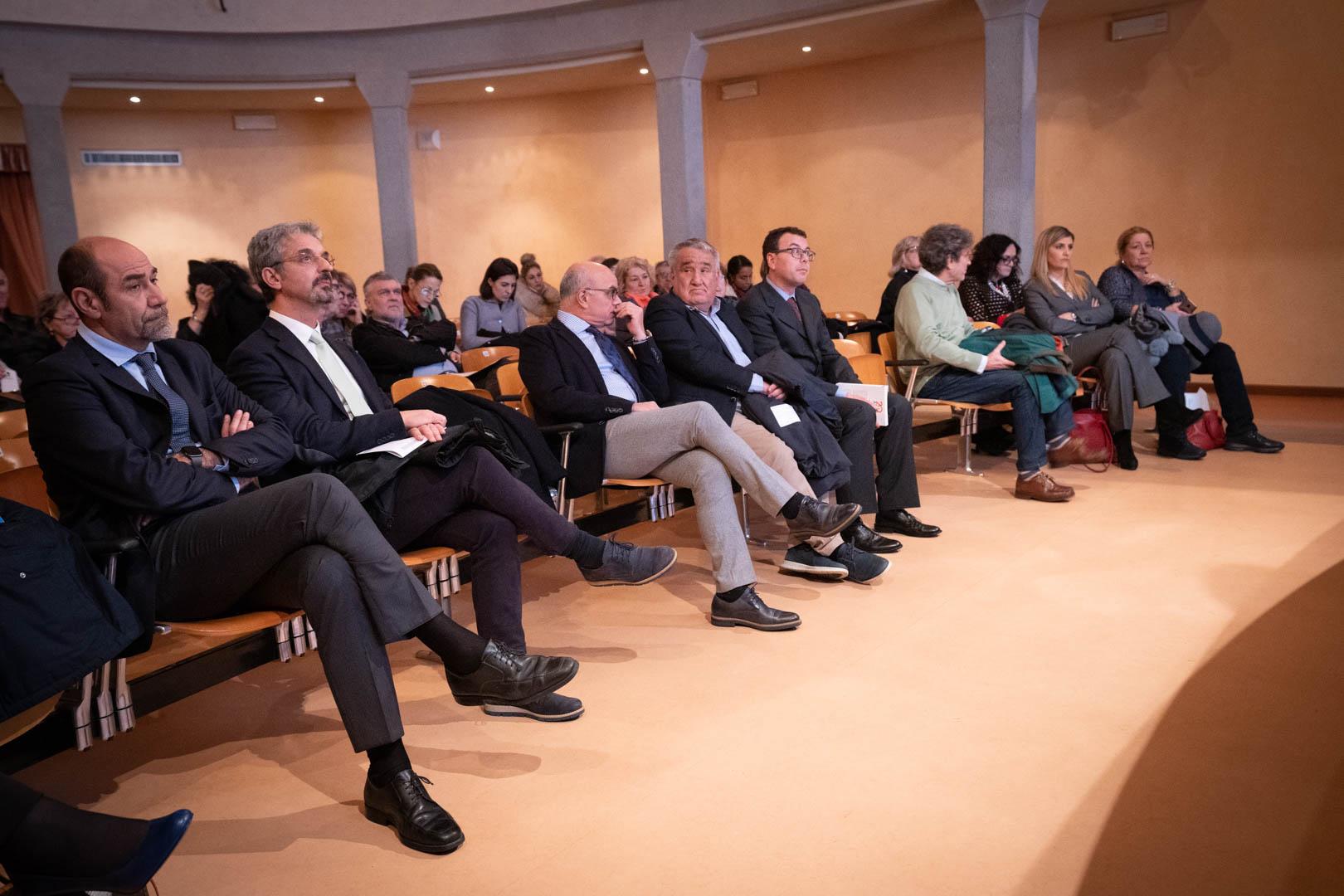 9 - In sala l'Ass. Gabriele Cortesi - IL 2° LIBRO BIANCO DELL'INCONTINENZA - Seriate, 20.11.2019