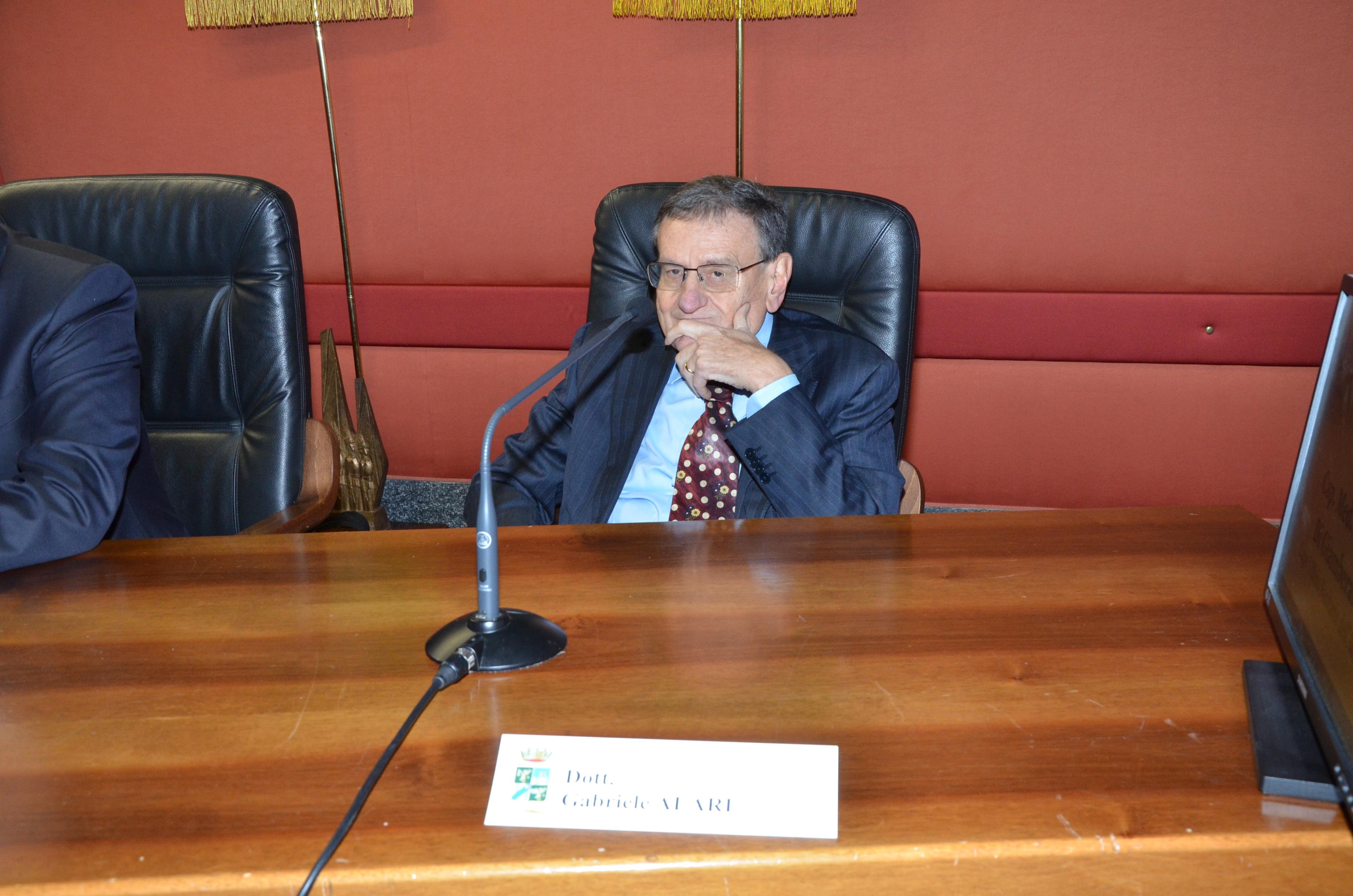Dott. Gabriele Alari - Angiologo in Politerapica