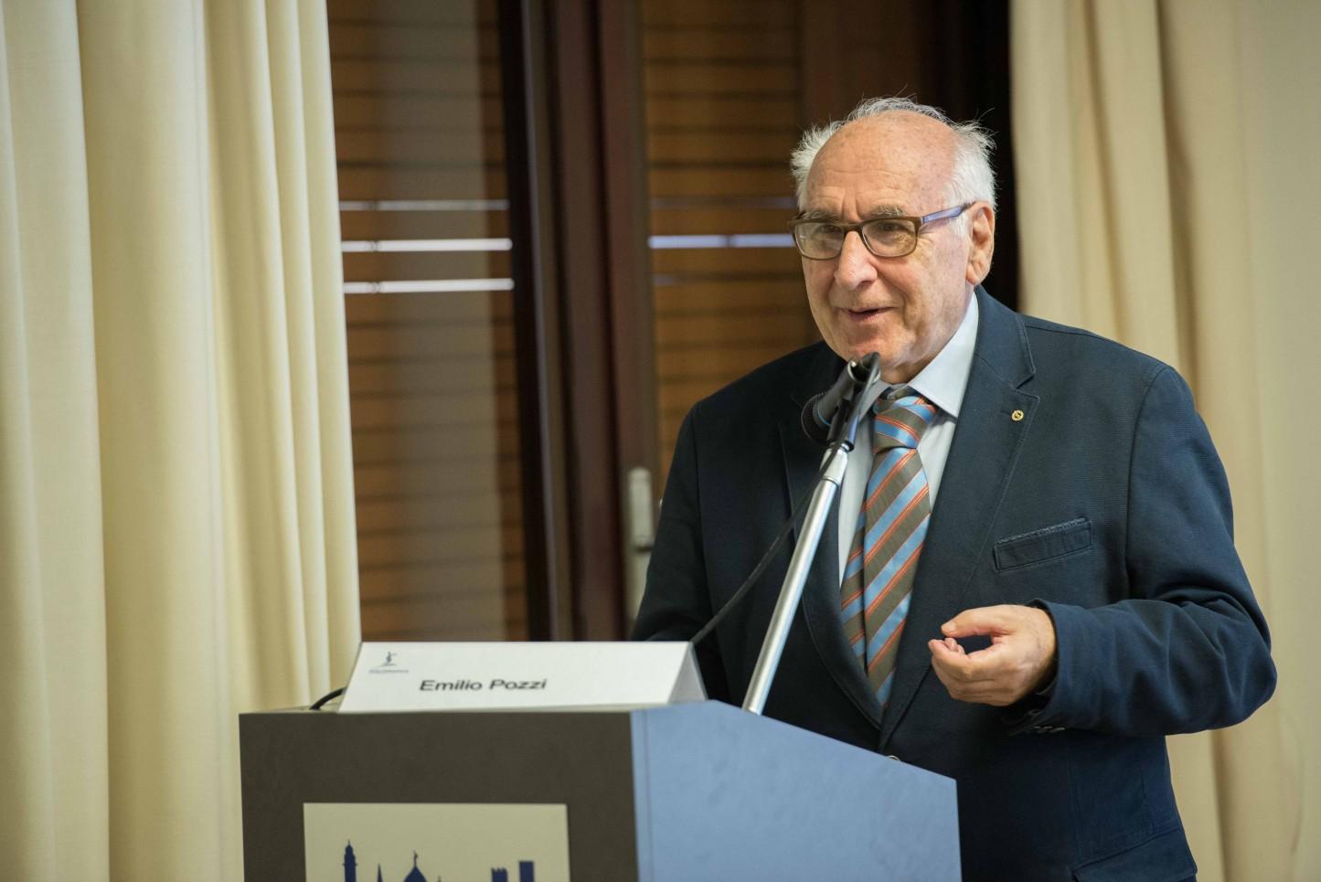21.11.2015 - Bergamo, Convegno Vaccinazioni in età pediatrica - Emilio Pozzi porta i saluti dell'Ordine dei Medici di Bergamo