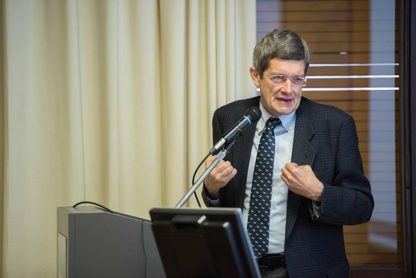 21.11.2015 - Bergamo, Convegno Vaccinazioni in età pediatrica - Giorgio Barbaglio porta i saluti della ASL di Bergamo